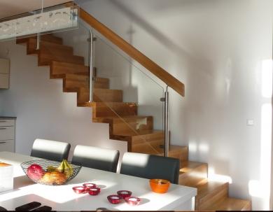 Enkel trappe med Glasgelænder