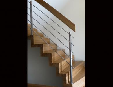 Enkel trappe med  Metalgelænder